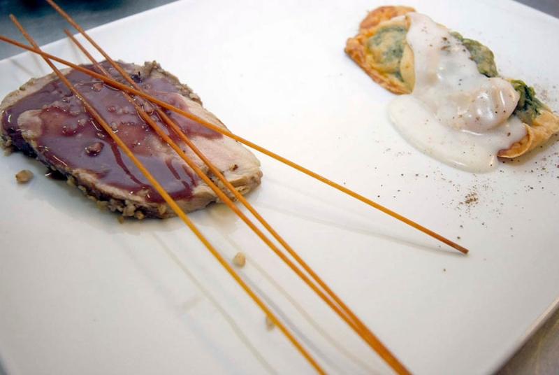 filetto-con-riduzione-di-aceto-balsamico-e-cialde-alle-erbette